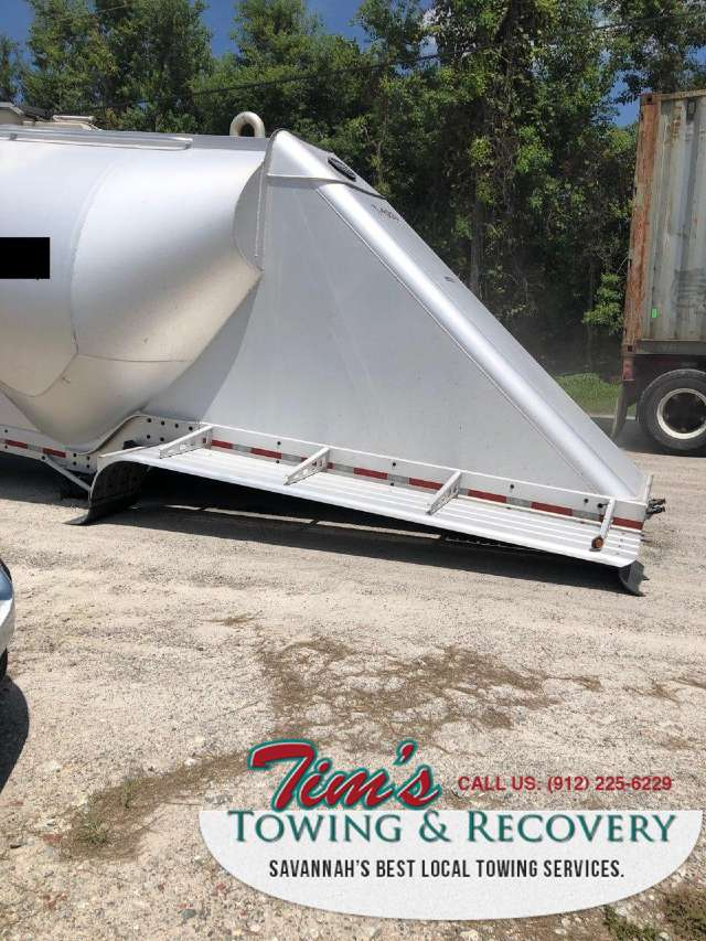 Heavy Tow Company Helps with 50,000 lb Trailer 1